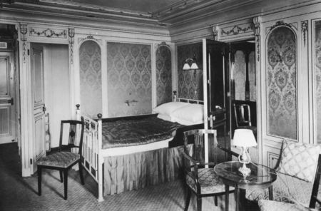 04_titanic_1st_class_bedroom_b38