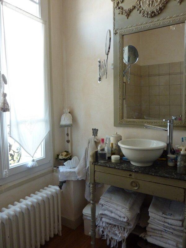 Dans la salle de bains ...