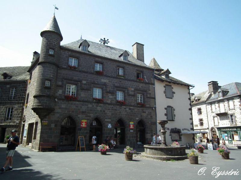 Salers beaux villages et sites francais - Office du tourisme salers ...