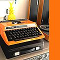 11 machine à écrire orange