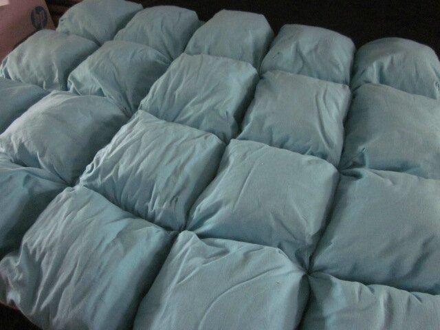 EDREDON 20 coussins en drap ancien teinté bleu turquoise - doublure coton écru (3)