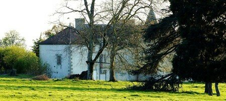 Saint_Adjutory__Chateau_Chabrun_avril_08__1_