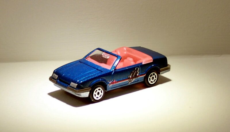Ford mustang convertible (ref 227) Majorette 04