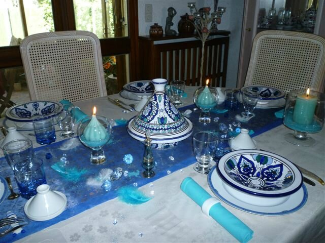 Table aux reflets du maghreb par brigitte d corez votre for Decoration de table bleu