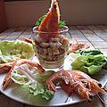 Verrine de surimi, macédoine de légumes et crevettes