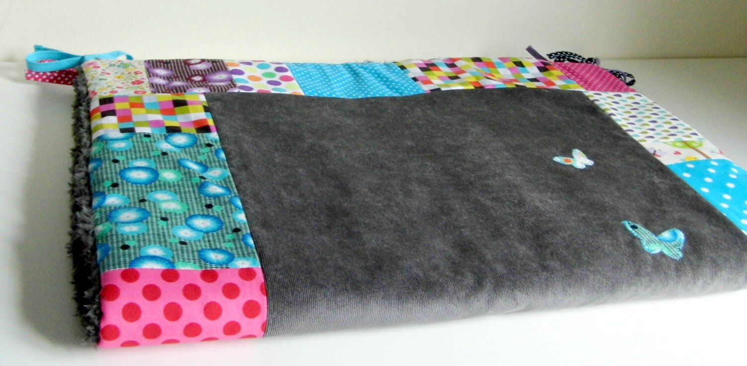 Couverture fille velours et patch multicolores