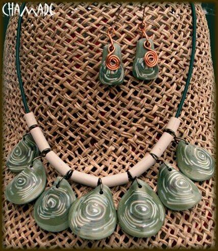 collier vert à pampilles