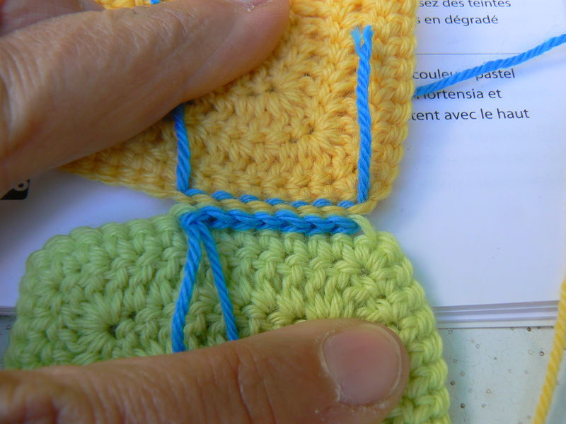 assembler des carres de tricot