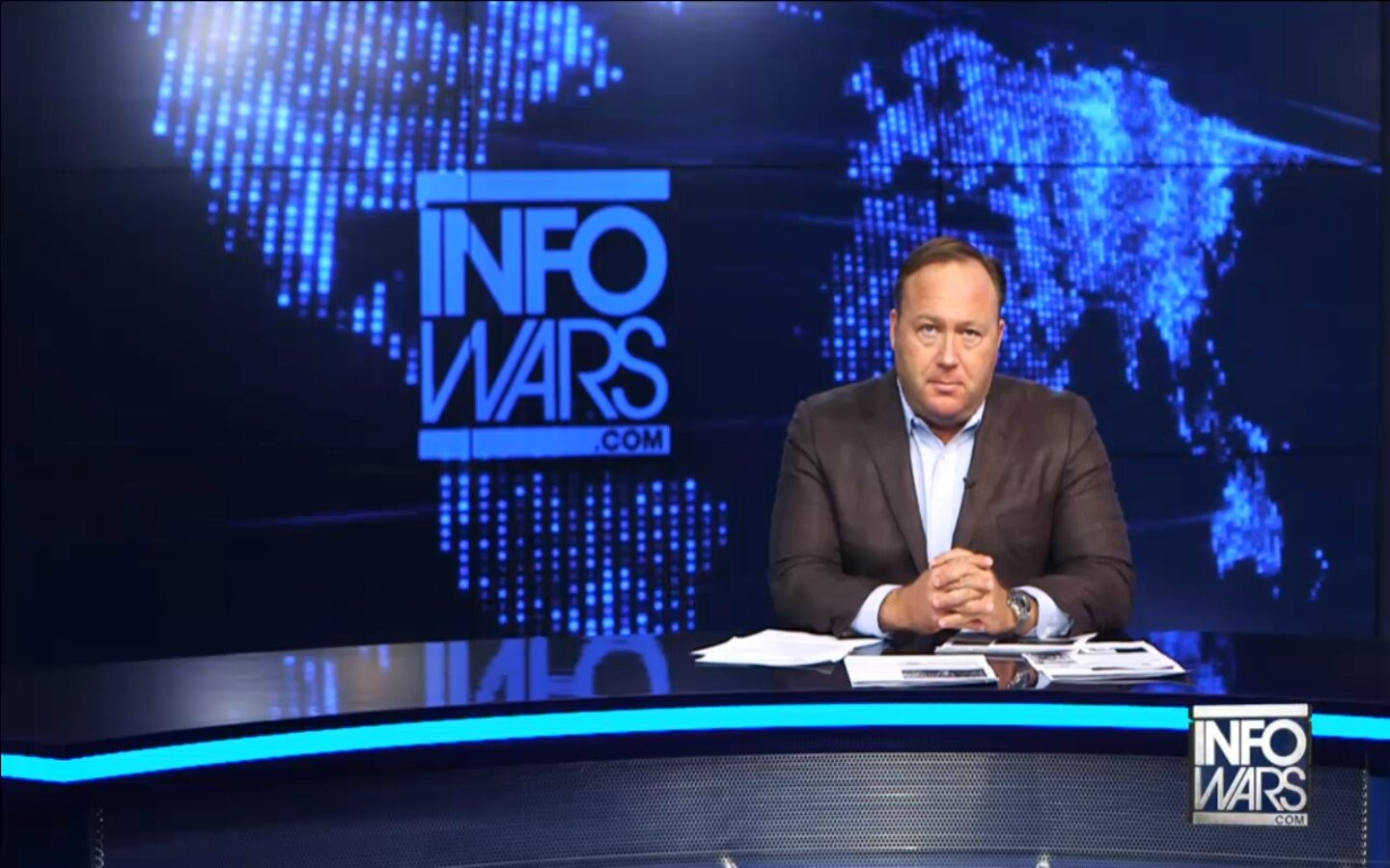 "Alex Jones : "" Quelque chose de grand est sur le point de se passer ..."" (video VOSTFR)"