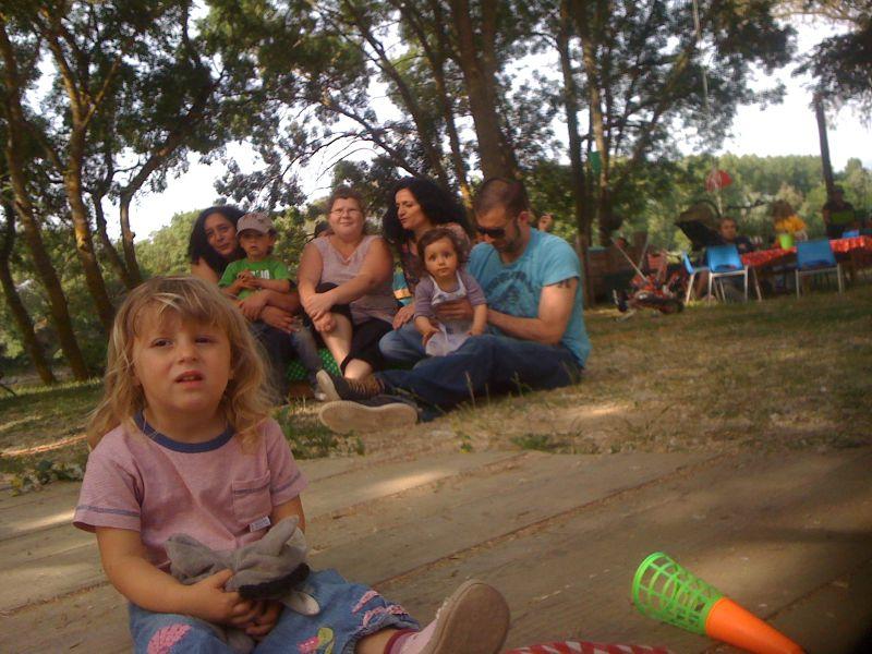 Mila et Géraldine avec la Del Nourid family
