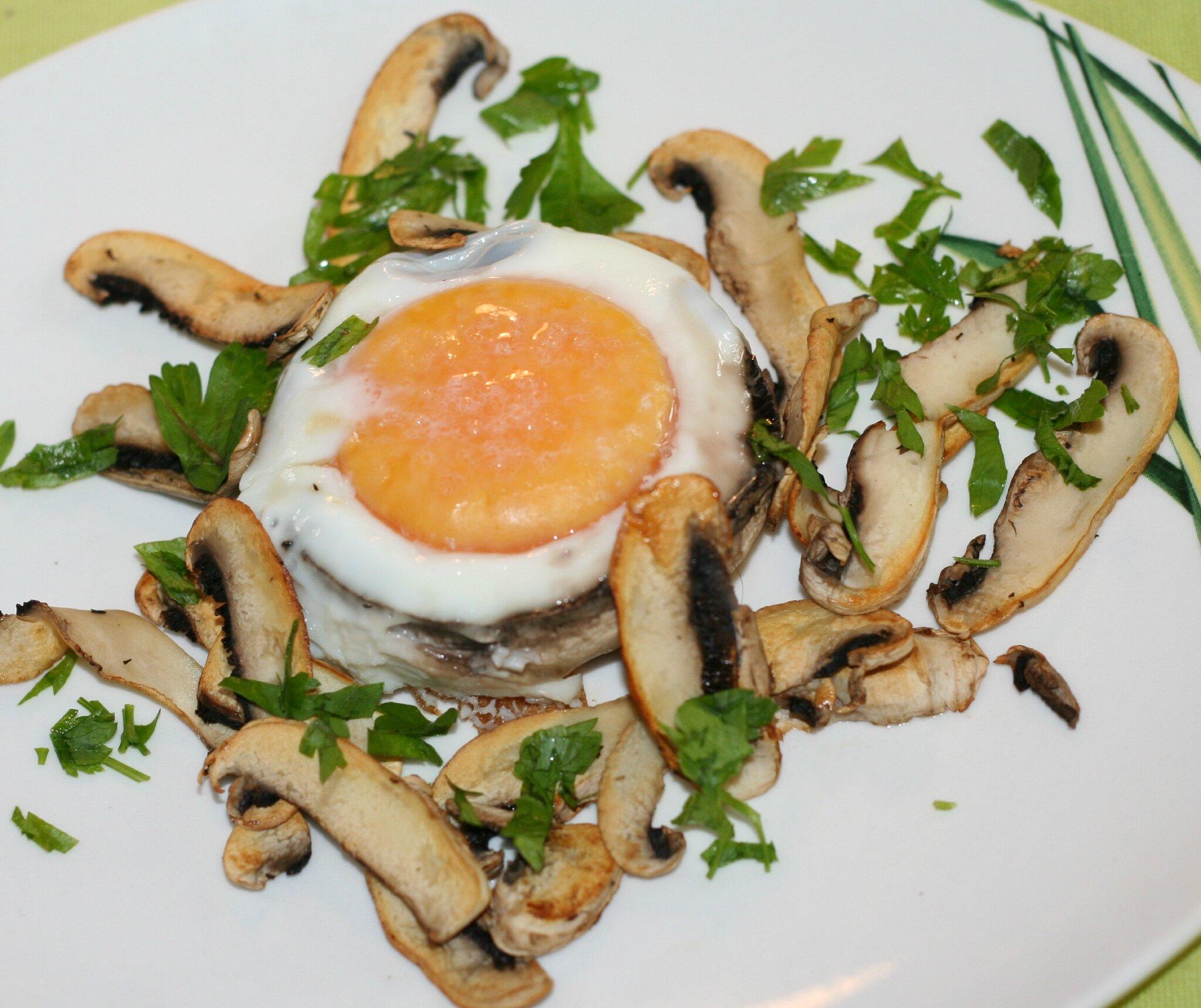 De l 39 oeuf aux champignons la recette authentique - Champignon de paris a la poele ...