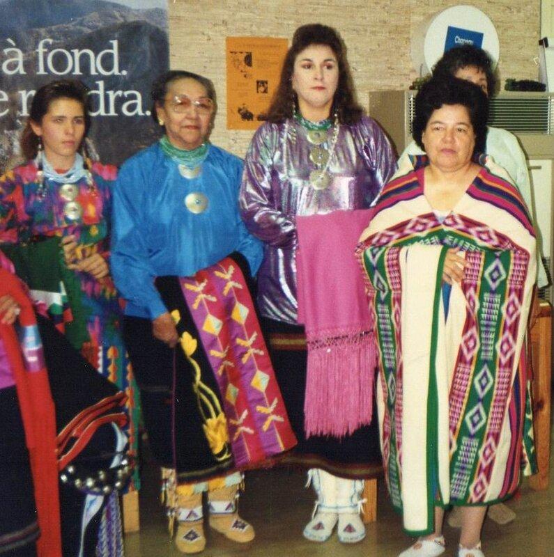 Une petite partie de la délégation féminine osage