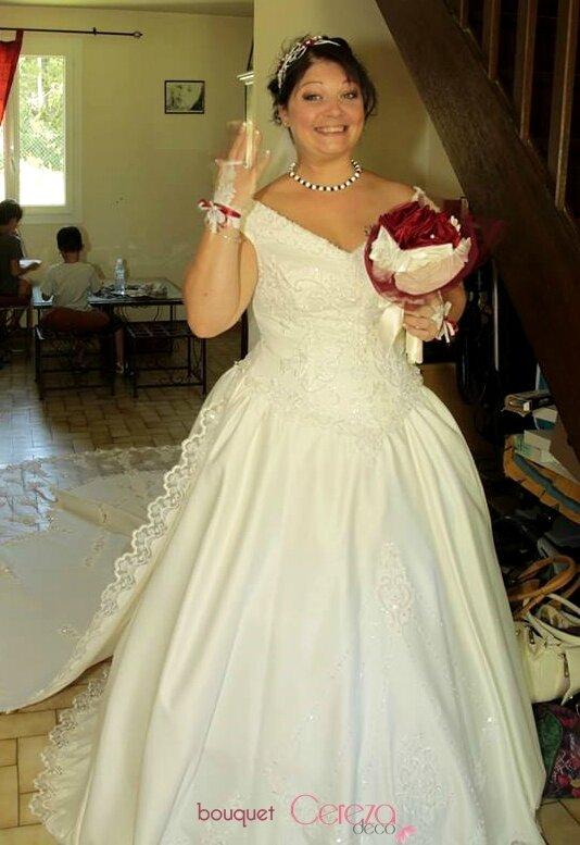 bouquet de mariage original bijou chic ivoire bordeaux real wedding cereza deco 5 photo de. Black Bedroom Furniture Sets. Home Design Ideas