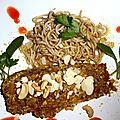 Saumon mariné, pané en croûte de noisettes, noix de cajou.... accompagné de nouilles japonaises précuites.