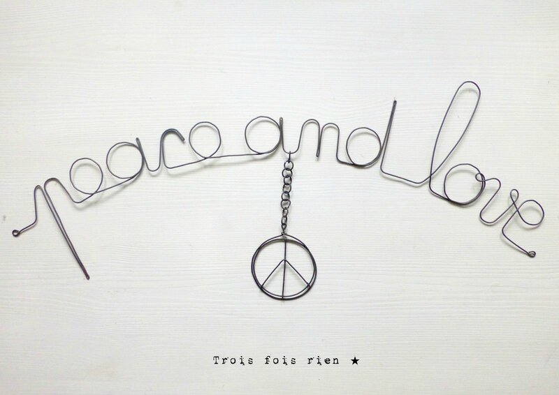 Peace and love, phrase fil de fer, mots fil de fer, trois fois rien, wire words, wire