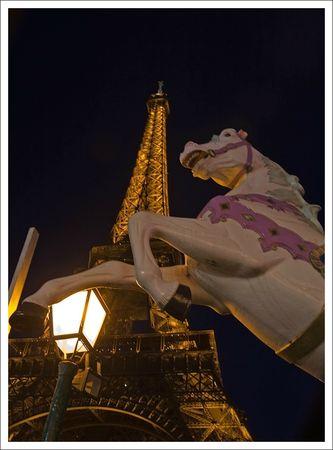Paris Tour Eiffel et cheval soir 010110