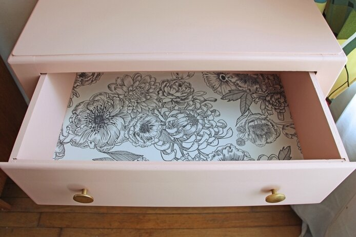commode-pieds-moustaches-rose-ouverte