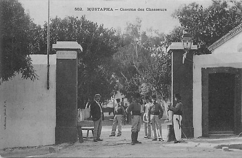 CPA Algérie Mustapha Caserne des chasseurs