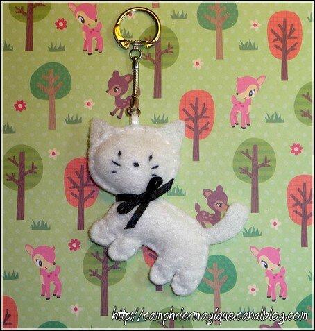 petit porte-clés feutrine chat blanc_11