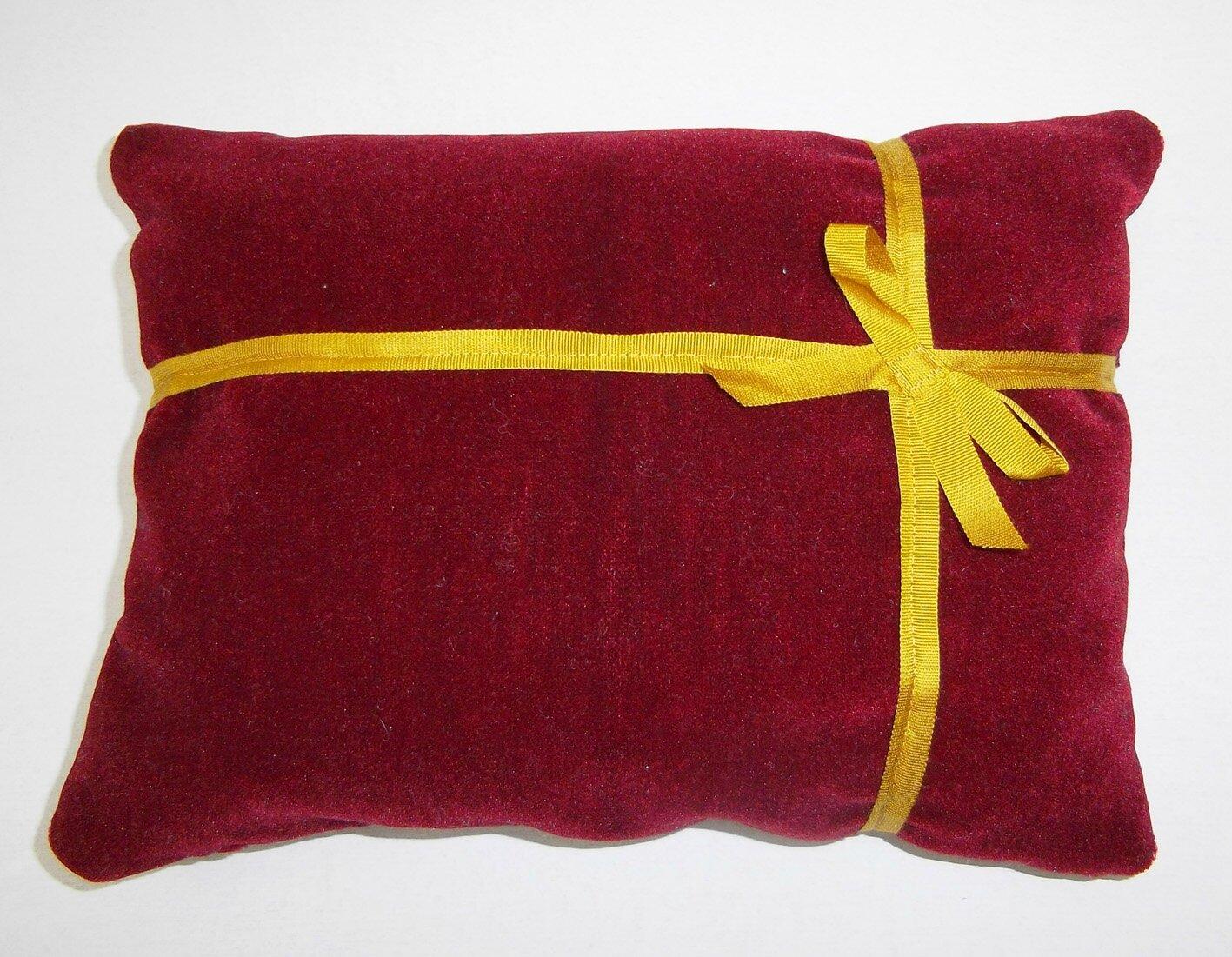 Coussin cadeau velours rouge fonc galon dor photo de creations pour no l - Coussin velours rouge ...