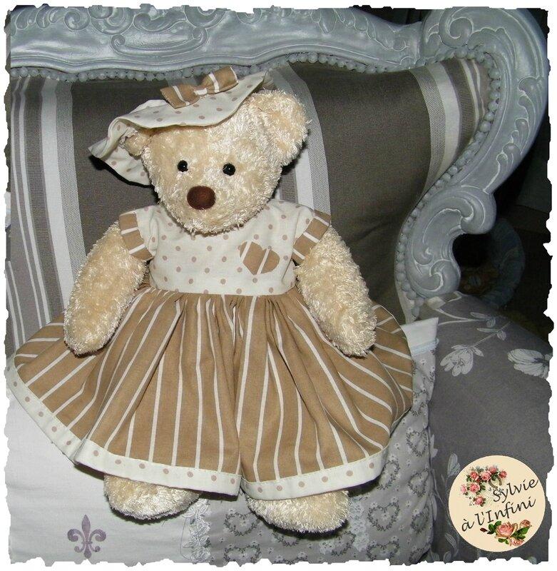 Copie de Adorable Oursonne habillée chic avec sa petite Capeline assortie