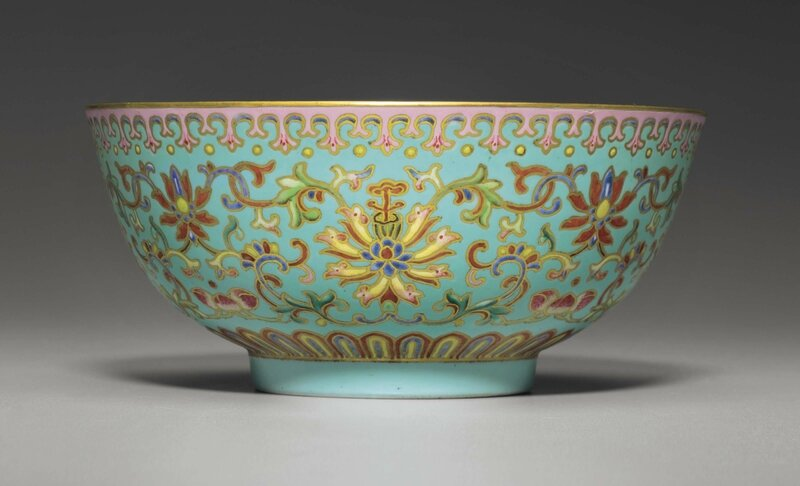 Afamille roseand gilt turquoise-ground bowl, Qianlong six-character seal mark in iron red and of the period (1736-1795)
