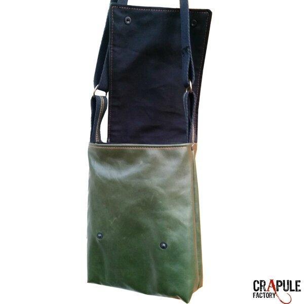 sac-besace-cuir-de-createur-pour-homme-vert-surpiqures-orange-chic-for-man6