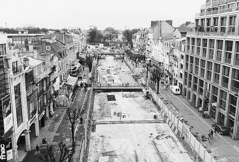 1993 Le ventre de la Place d'Erlon offre 650 places de stationnement