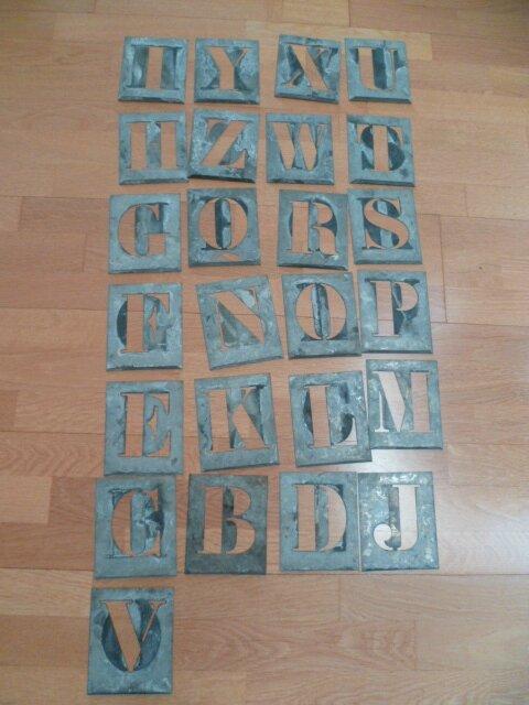 Pochoir 25 lettres le A sert à faire le V