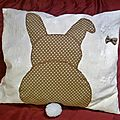 coussin lapin pois