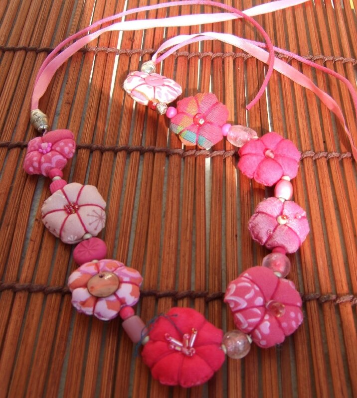 Collier mi-long - Tout rose