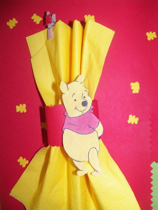 Th me winnie l 39 ourson en rouge et jaune celineverodu77 - Decoration winnie l ourson pour bapteme ...