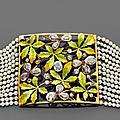 Collier de chien art nouveau composé de quatorze rangs de petites perles fines retenus par des barettes en or jaune. travail d'é