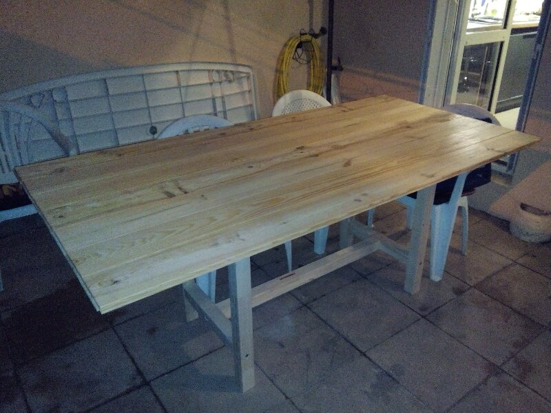 Faire une table de jardin for Decaper une table de jardin en bois