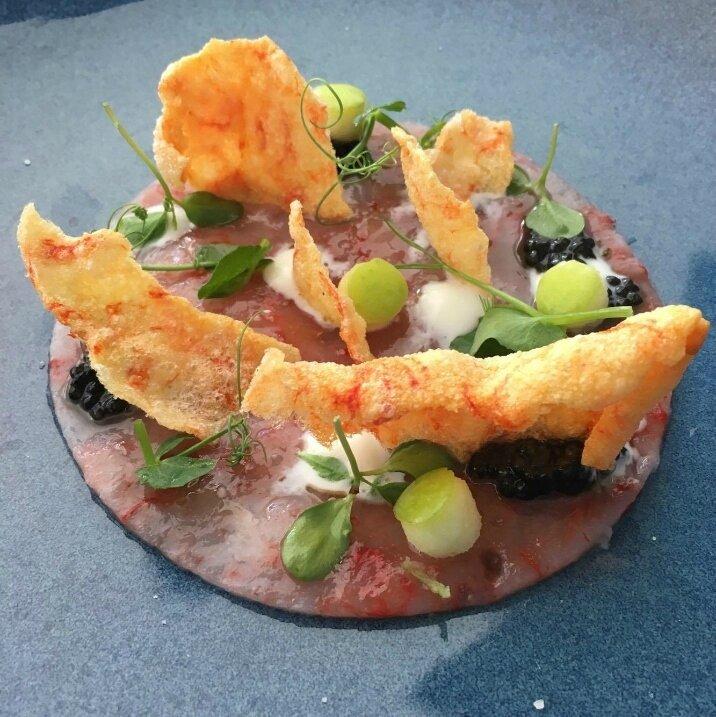 Carpaccio de crevettes rouges rouges, caviar, pomme verte, sauce yaourt (1)