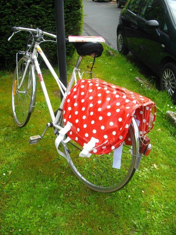 sacoche-vélo-tissu-enduit-pois-rouge