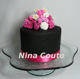 gâteau noir et rose, en pâte à sucre - atelier des gourmandises