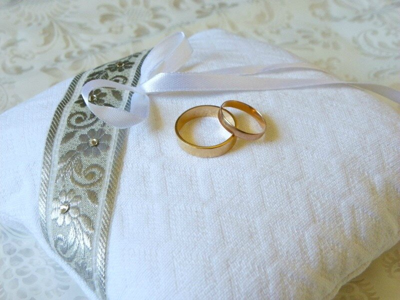coussin-porte-alliance-mariage-traditionnel