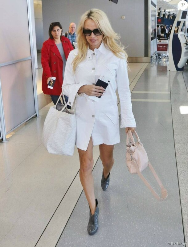 1942742-pamela-anderson-people-a-l-aeroport-950x0-1