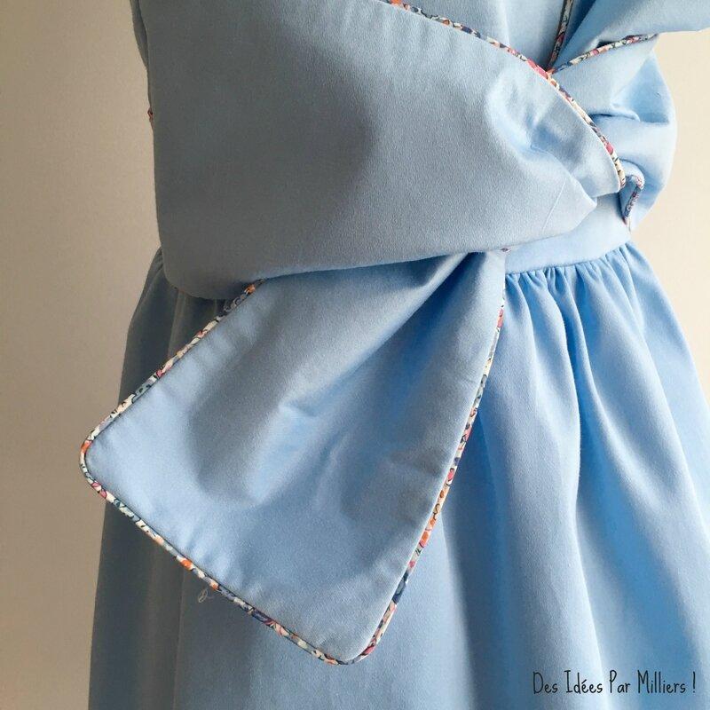 Robe Alicia - Des Idées Par Milliers - Détail Noeud 2 - Bleu et Liberty