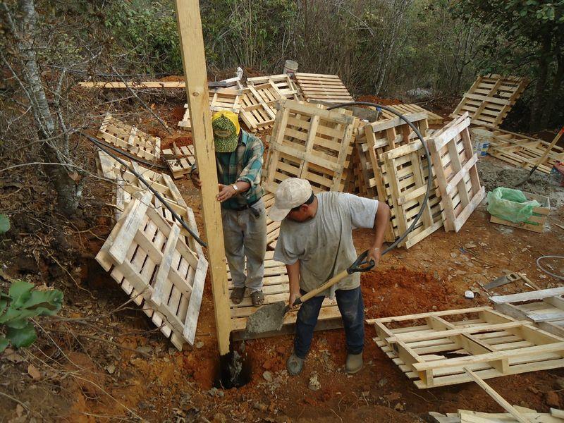 Construction de notre cabane en bois trace ta route - Fabriquer une cabane en bois facile ...