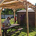 Travaux d'entretien au potager des jardins partagés de saâcy