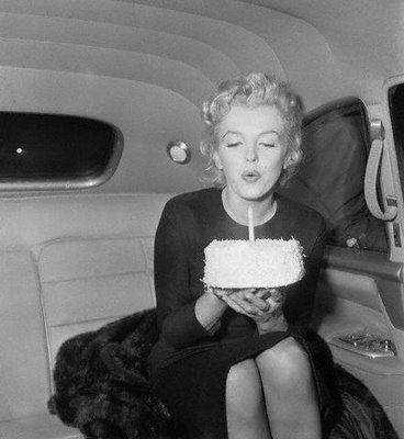 birthday_marilyn_monroe_cake