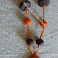 collier orange et marron