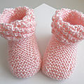 Chaussons roses, revers astrakan, laine bb tricot bebe fait main