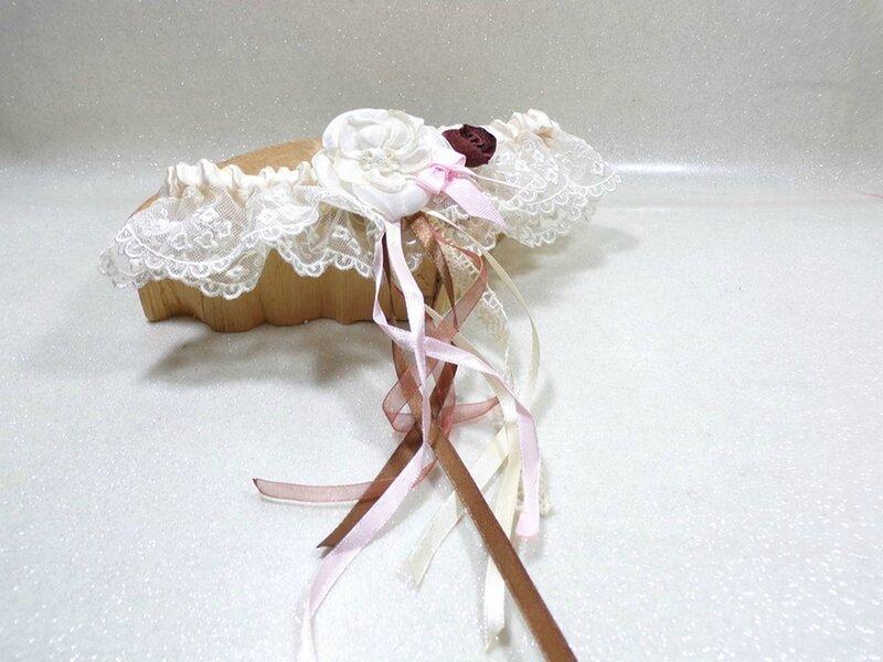 Jarretière de mariée dentelle ivoire rose chocolat