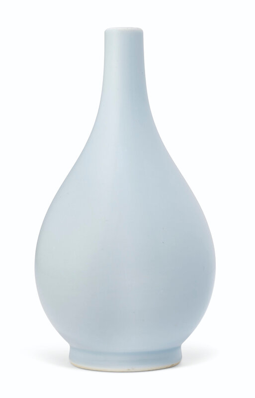 2019_NYR_17646_0750_000(a_very_rare_small_clair-de-lune-glazed_pear-shaped_bottle_vase_yongzhe)