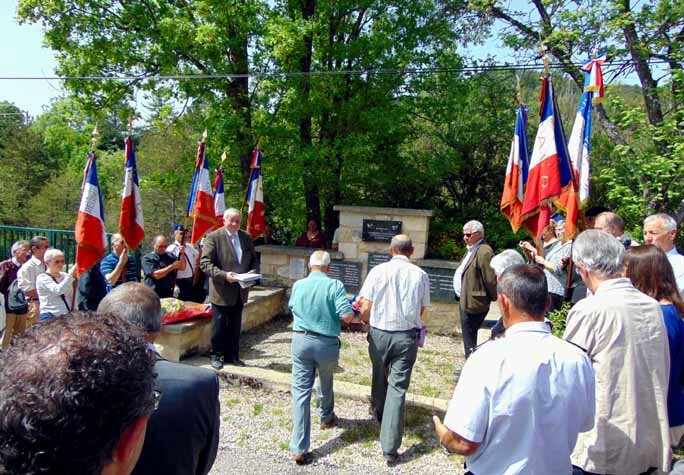 La gerbe des Cadets de la Résistance de Gordes-Eygalayes 2015