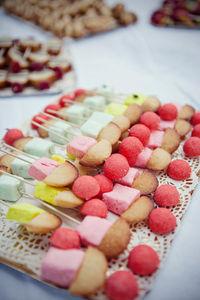 10mariage_brochettes_bonbons