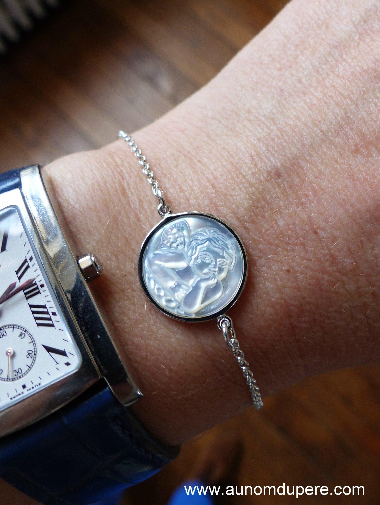 Bracelet médaille Ange en nacre cerclée (sur chaîne fine en argent massif) - 51 €